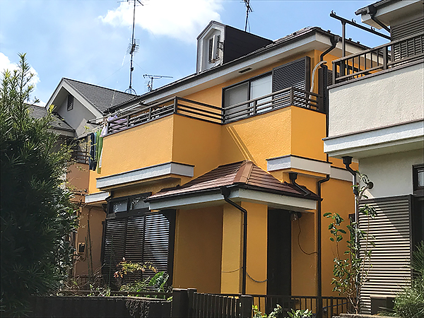 オレンジの外壁