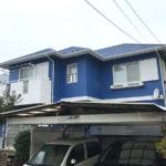 青色のモダンな外壁