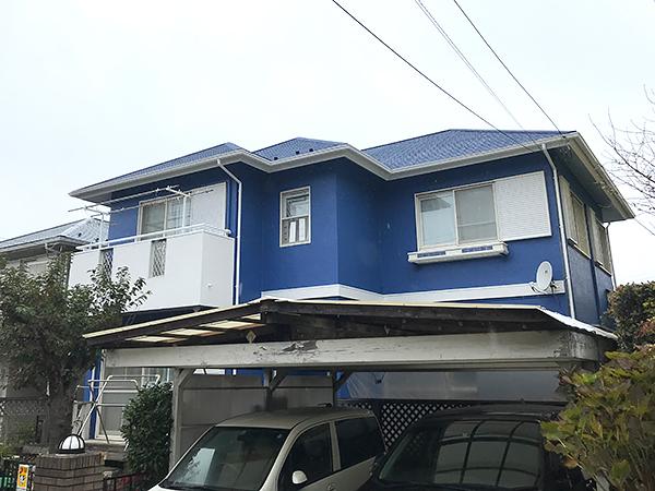 青色の明るい外壁