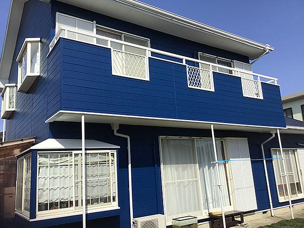 青色の外壁塗装
