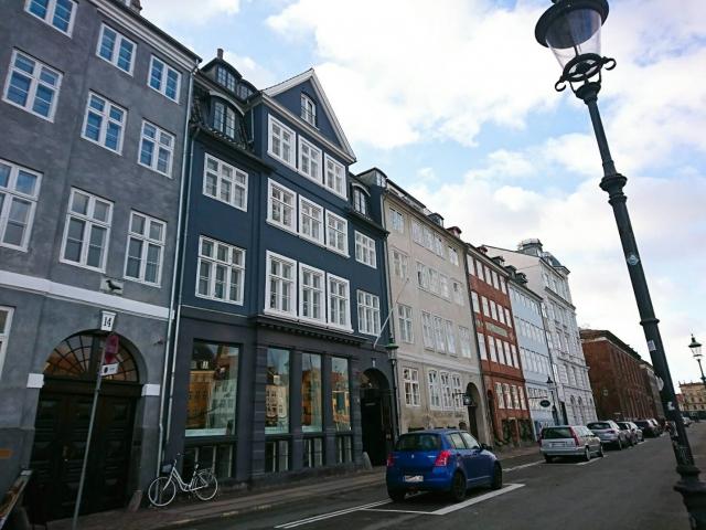コペンハーゲンの街並みのブルーグレーの外壁