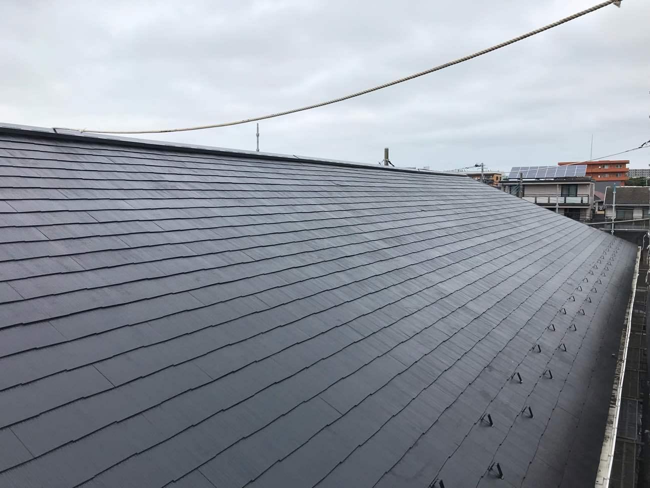 広々とした屋根