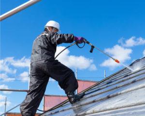 屋根の洗浄作業