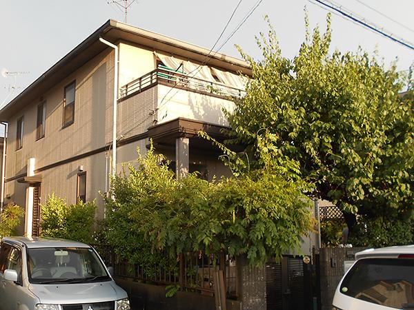 茨城県牛久市外壁屋根塗装工事|色分けしたバルコニーがアクセントに