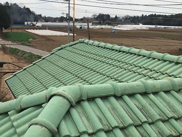 緑の瓦屋根
